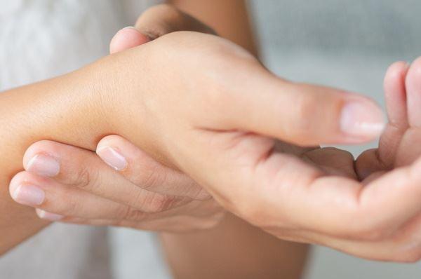 Handgelenk was gelenkschmerzen tun bei Schmerzen im